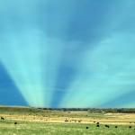 Crédito da imagem: Jhon Briton – Anticrepuscular Rays over Colorado, EUA, 2001.