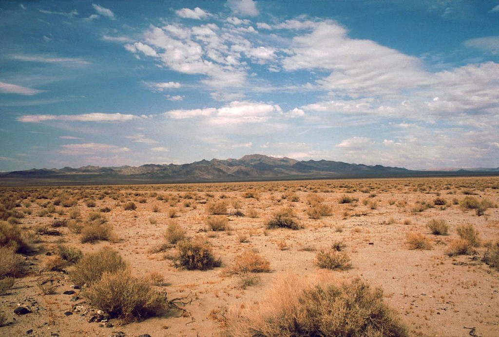 1280px-Death_Valley,19820816,Desert,incoming_near_Shoshones