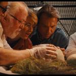 Nascimento de um Velociraptor no filme Jurassic Park: Parque dos Dinossauro (1993) de Steven Spielberg. Universal Pictures ©
