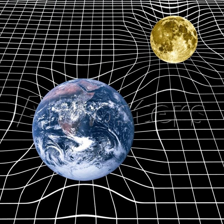 Arte ilustrando a curvatura do espaço-tempo, devido à presença de corpos celestes. Como previsto por Einstein, a massa da Terra e da sua lua cria depressões gravitacionais no tecido do espaço-tempo. Esse espaço tempo é mostrado aqui em uma grade bidimensional (com o potencial gravitacional representado por uma terceira dimensão). Na presença de um campo gravitacional, o espaço-tempo se torna distorcido, ou curvo. Assim, a distância mais curta entre dois pontos não é geralmente uma linha reta, mas uma curva. Crédito de imagem: Victor de Schwanberg / Science Source.