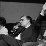 Carl Sagan e Ann Druyan na feira do livro internacional, em 1992.