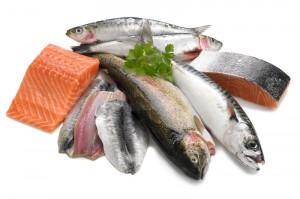 Peixes oleosos como atum, truta, salmão, sardinha e anchova
