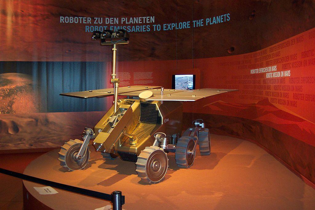 A missão ExoMars tem destino à Marte e vai procurar bioassinaturas de vida no passado ou no presente no planeta vermelho. A data de lançamento varia entre 2016 e 2018.