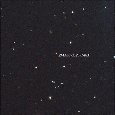A menor estrela conhecida, 2MASS J0523-1403, como vista com o telescópio de 0,9m do Cerro Tololo, mostrada usando um esquema de cor que se aproxima a sua verdadeira cor.