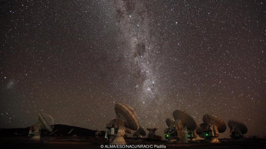 A Via Láctea vista pelo ALMA (Crédito: ALMA / ESO / NAOJ / NRAO / C Padilla)