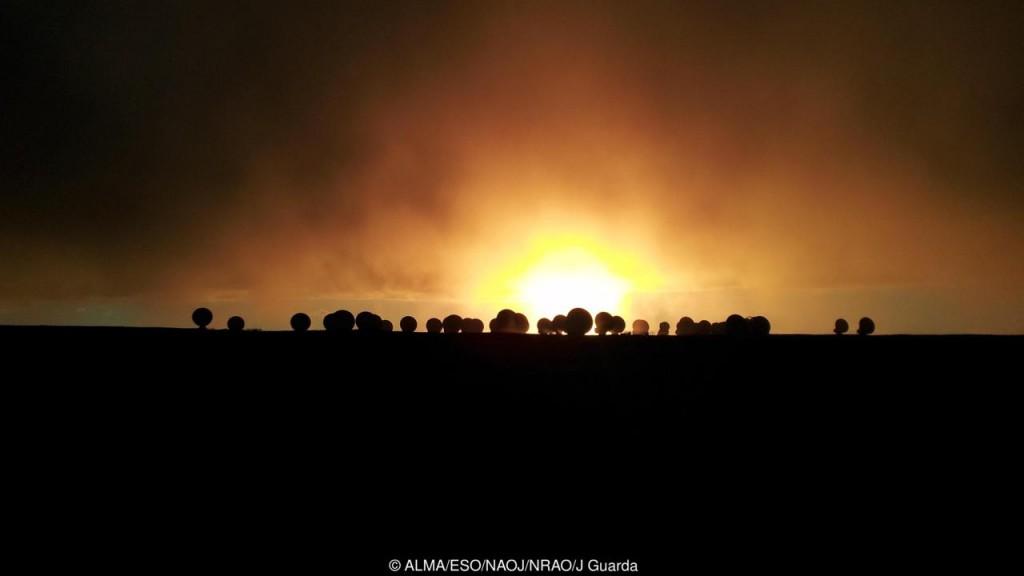 O ALMA pode descobrir muitos segredos. (Crédito: ALMA / ESO / NAOJ / NRAO / J Guarda)