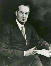Alfred Reginald Radcliffe-Brown era inglês de Birmingham. Sua primeira pesquisa de campo foi entre os nativos das ilhas Andaman, no Golfo de Bengala, a sudoeste da Birmânia. Tornou-se professor de etnologia na London School of Economics, assumiu postos universitários na Austrália e na África do Sul, lecionou na Universidade de Chicago e, entre 1942 e 1944, esteve na Universidade de São Paulo, como professor visitante.